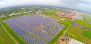 Indiában található nemzetközi repülőtér átállt saját maga termelt áram ellátásra. A  45 ha-on megtermelt áram hálózatra csatlakoztatott, de a nem távoli jövőben sziget üzemmóddal is elképzelhető lesz az önellátás.